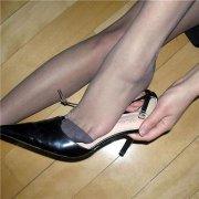 辣妹们放弃了高跟鞋改穿舒适的平底鞋的原因—慰plan养生体验网